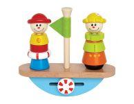 Houten stapelfiguren balanceerboot